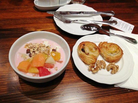 Hotel Bern: завтрак breakfast
