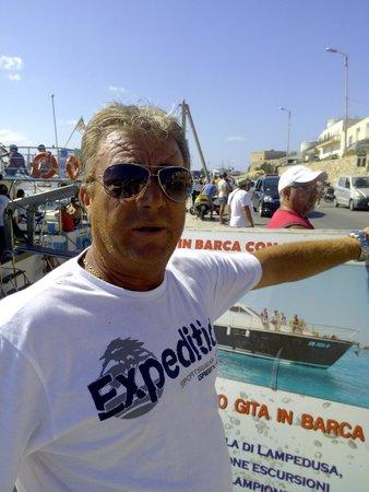 Gita in Barca Con la Pina: Il capitano Cesare in tutta la sua bellezza :-)