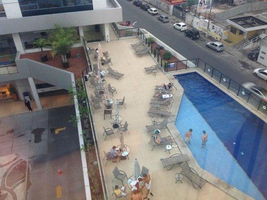 São Salvador Hotéis e Convenções: Piscina, durante uma ou duas horas edifícios não estão bloqueando o sol.