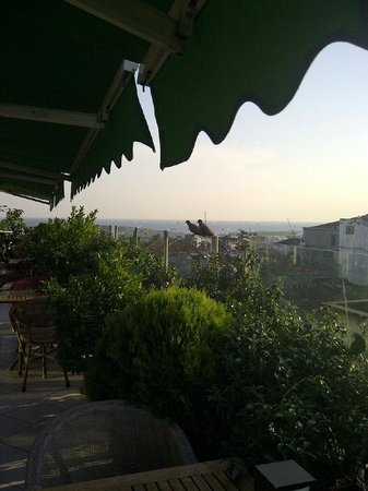 Hotel Niles Istanbul : rooftop terrace view towards Marmara sea near sundown