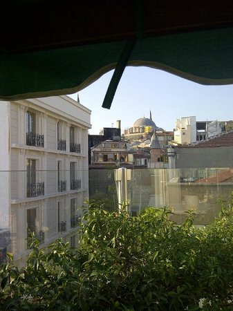 Hotel Niles Istanbul: View from rooftop area to old town/grand bazaar area