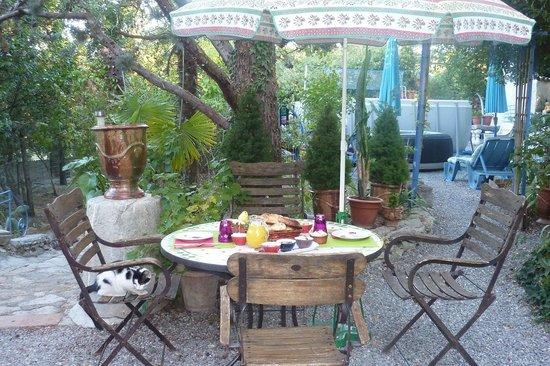 Le Portel des Arnaud: Le jardin