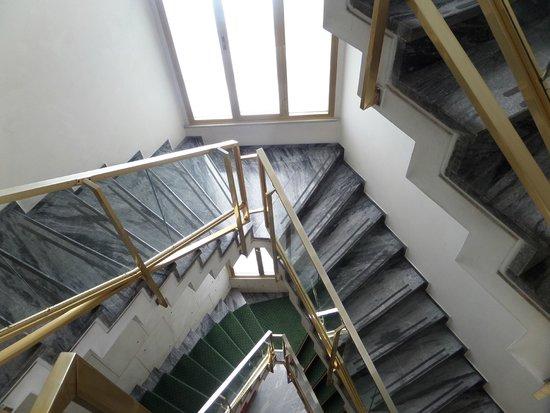 Hotel Commodore Roma: Escaleras