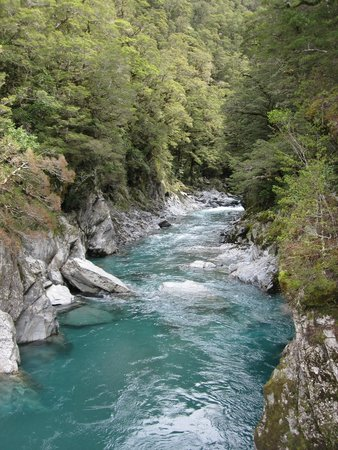 Haast Pass: The stunning blue pools of Haast
