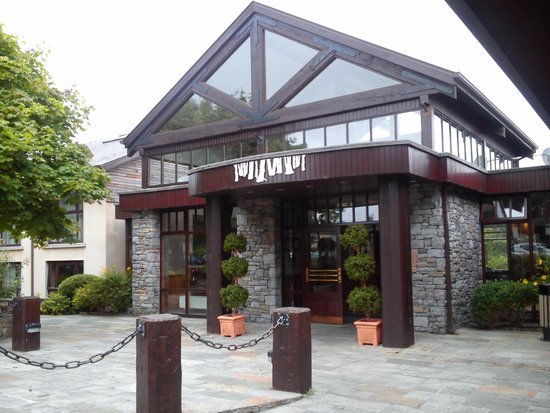Westport Woods Hotel: Main Entrance