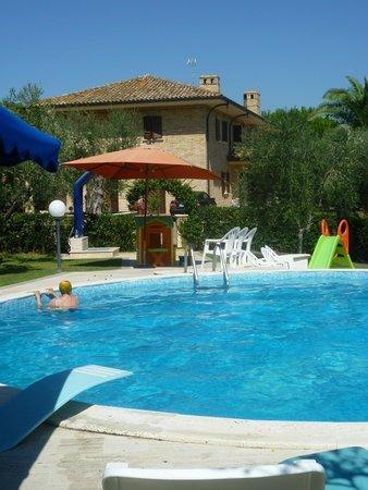 Agriturismo Il Crinale: La piscina...