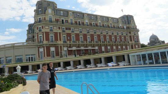 Hotel du Palais: Hotel view from the outdoors pool