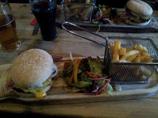 Ben Nevis Inn: Burger