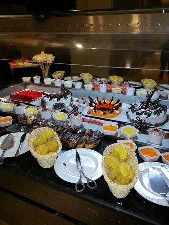 Charmillion Club Aqua Park : Dessert feast :-)