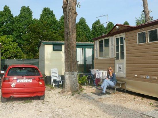Camping Village Jolly : Я на пороге нашего домика на колесах