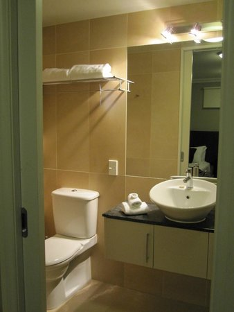 Oaks Shores: One of two bathrooms