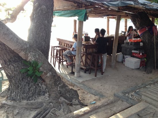 Saireehut Resort : The bar at the beachfront next to the restaurant