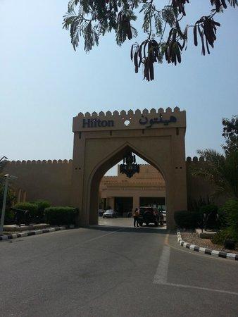 Hilton Ras Al Khaimah Resort & Spa: entrance , italian restaurant at right side