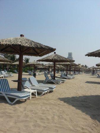 Hilton Ras Al Khaimah Resort & Spa: pool beach area