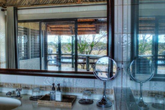 Savute Safari Lodge : Room bathroom