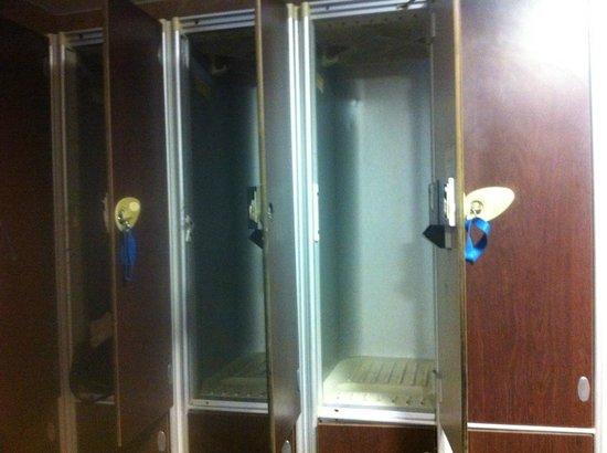 Best Western Plus The Connaught Hotel: MEN GYM CHANGING ROOM - BROKEN LOCKS