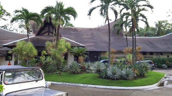 Matabungkay Beach Resort & Hotel : 메인 리셉션건물