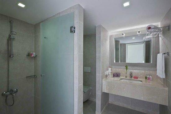 Hillside Beach Club : Bathroom / Toilet