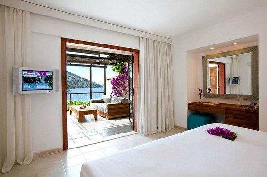 Hillside Beach Club: Room & view