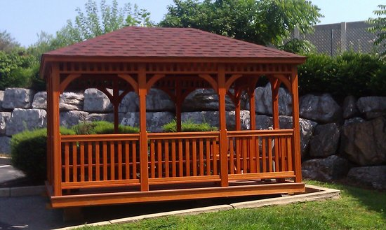 Hawthorn Suites by Wyndham Lancaster : gazebo just installed at motel