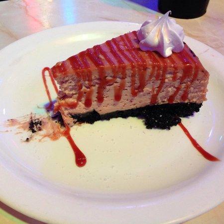 Ellen's Stardust Diner : Salted caramel cheesecake
