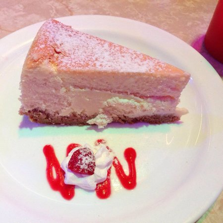 Ellen's Stardust Diner : Plain NY style cheesecake - amazing!