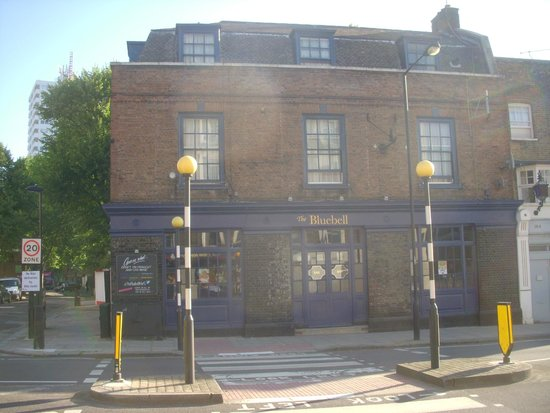 The Bluebell: Front of Hotel