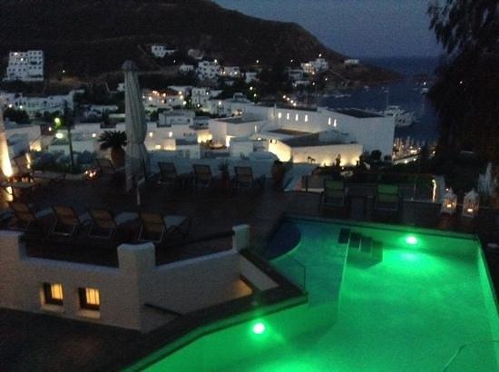 Petra Hotel & Suites : vue de notre chambre (le soir avec un verre d'ouzo)