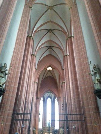 Dom St. Bartholomäus: inside cathdral
