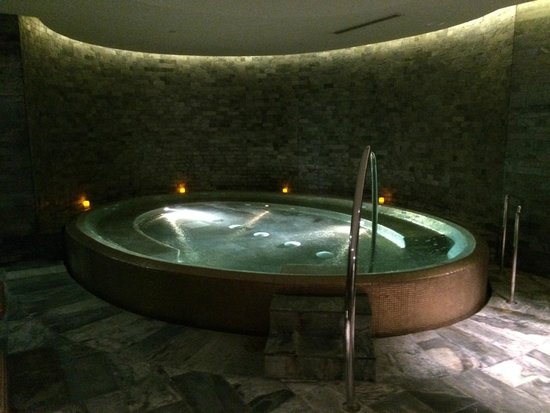 Park Hyatt Abu Dhabi Hotel & Villas: Spa/Whirlpool