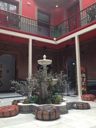 Cat's Hostel: De patio van het hostel