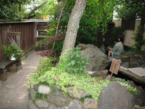 Yumori no Sato: Garden and ashi-yu (foot bath)
