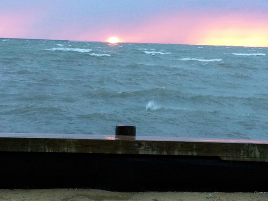 Lowes Wharf Marina Inn: Even on a rough day, the water and sunset look amazing