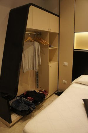 Hotel Smeraldo: Closet in room