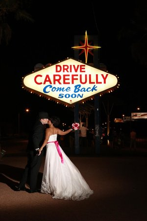Scenic Las Vegas Weddings Chapel: At the LV Welcome Sign