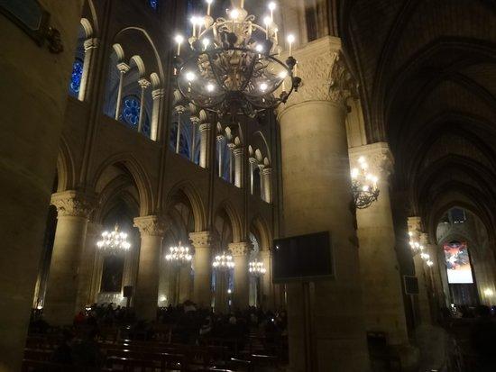 Tours de la Cathedrale Notre-Dame: Dentro da Catedral