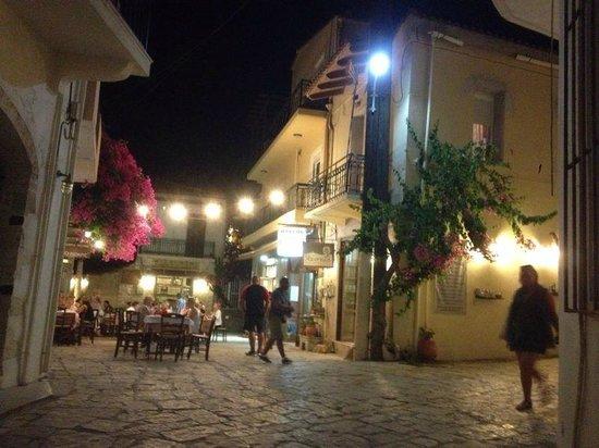 Marelina Villas & Apartments: Alcuni esempi di taverne a Panormos, non distanti dall'albergo