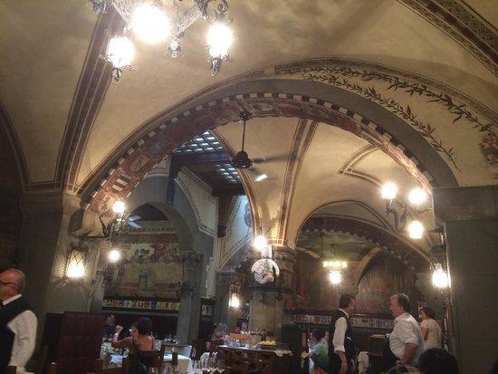 Paoli: View inside restaurant