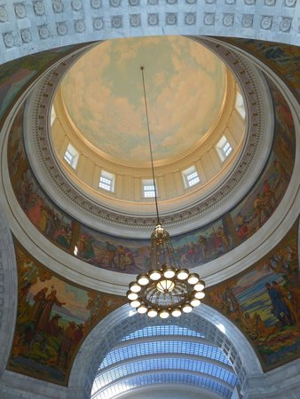 Utah State Capitol : The inside of the Dome