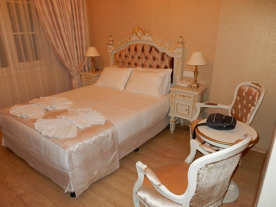 Karakoy Port Hotel: Our bed