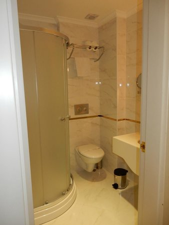 Karakoy Port Hotel: The bathroom