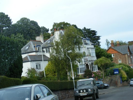 Marston Lodge Hotel: Marston Lodge from the road