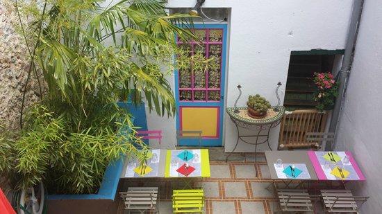 Creperie Sucre et Sel: Notre patio 2014 ambiance de déjeuner