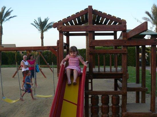 Sunrise Select Garden Beach Resort & Spa: детская площадка