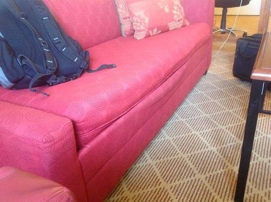 Residence Inn Alexandria Old Town/Duke Street : sagging couch