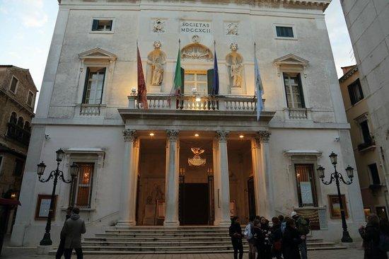 Teatro La Fenice: 劇場正面