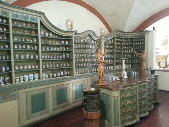 Deutsches Apotheken Museum : early pharmacy display