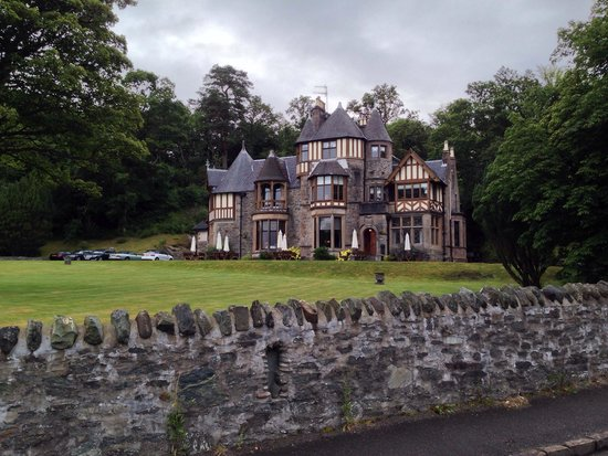 Knockderry House Hotel: Hotel from the Loch