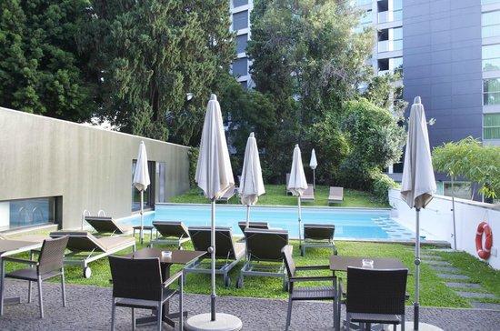 Quintinha Sao Joao: Pool bei Wohnblock