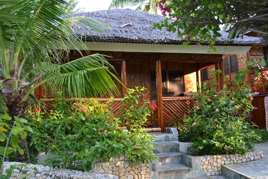 Magic Island Dive Resort : Private Bungalow